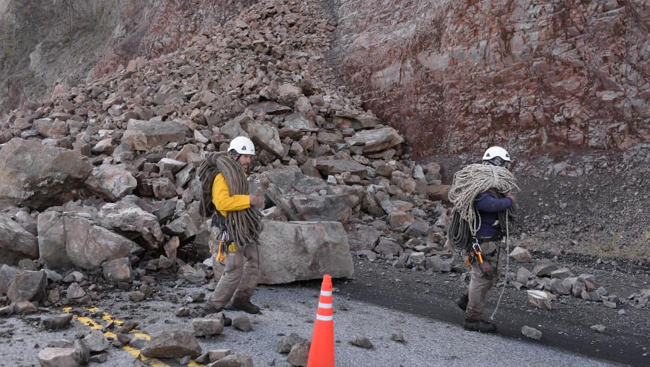 Durante el martes y miércoles, se realizará la remoción del bloque y comenzarán los trabajos de limpieza de la ruta 40 para conectar nuevamente el tránsito.  Foto: archivo