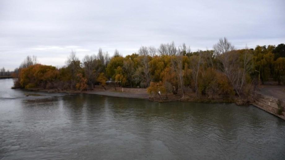El río Neuquén incrementará sus caudales y es muy posible que tenga un elevado grado de turbidez. (Archivo Matías Subat).-