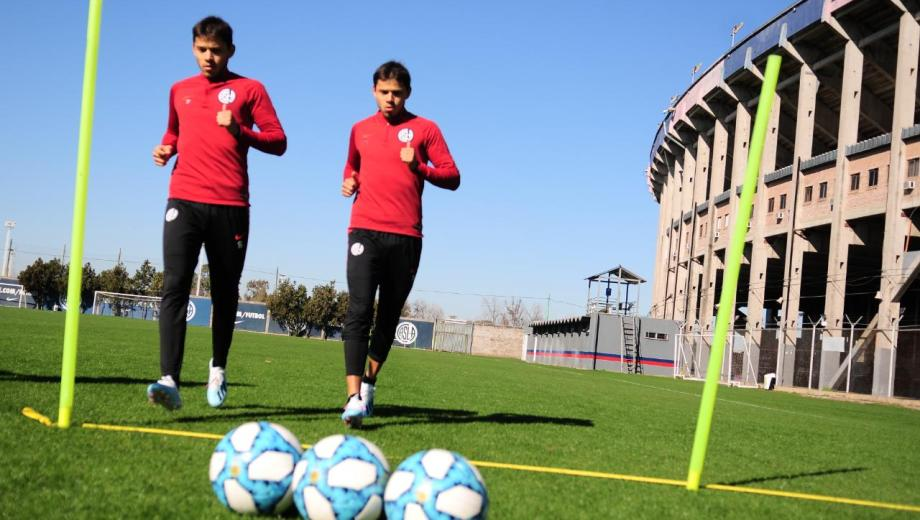 Ángel y Óscar listos para su debut con la camiseta del Cuervo.