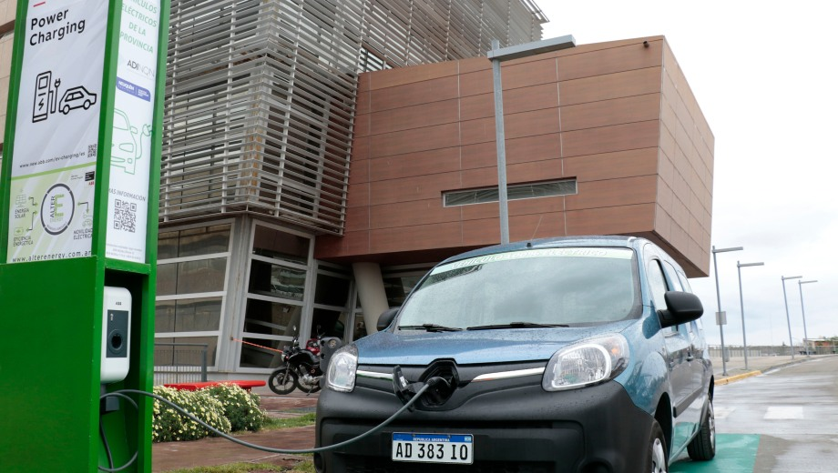 Provincia cuenta con un vehículo eléctrico que podrá abastecerse en la flamante estación.