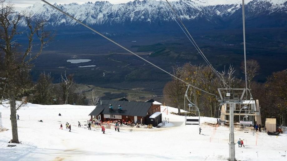 La nueva telesilla doble del cerro Perito Moreno fue habilitada este fin de semana. Gentileza