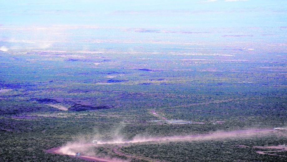 El área Parva Negra Oeste se ubica el noroeste de la zona caliente de Vaca Muerta, cerca de la cordillera del Viento.