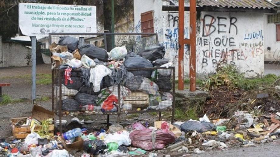 No hay un lugar definido para hacer la operación de transferencia  de residuos previo a llevarla a Alicurá (Foto: Gentileza)