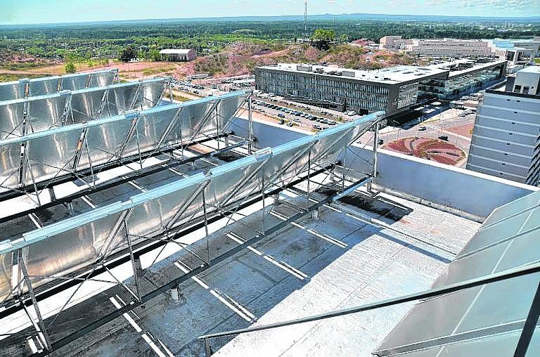 Por las características de la zona, los paneles fotovoltaicos son una de las alternativas más usadas en los nuevos edificios.