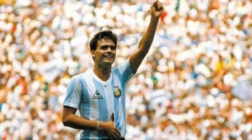 """Los jugadores le rendirán homenaje al """"Tata"""" emulando su mítica imagen en la final del Mundial '86."""
