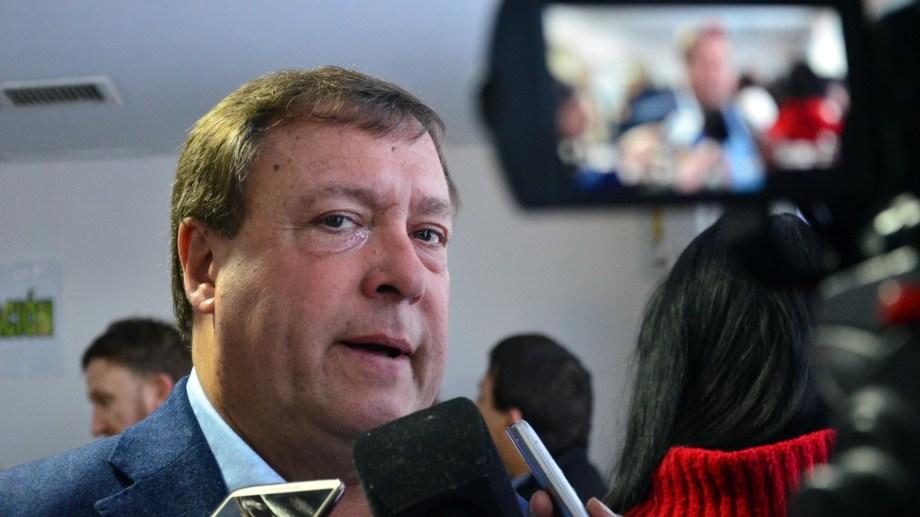 El gobernador de Río Negro anticipó ayer que se iba a presentar un escrito a la Corte Suprema.