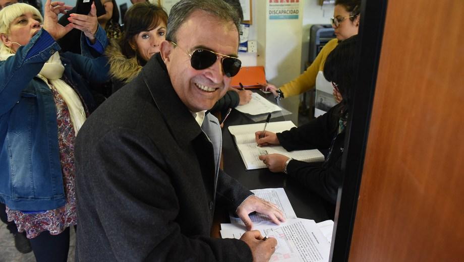 Pedro Pesatti durante la inscripción de la lista de Juntos Somos Río Negro. Foto: Mauricio Martin
