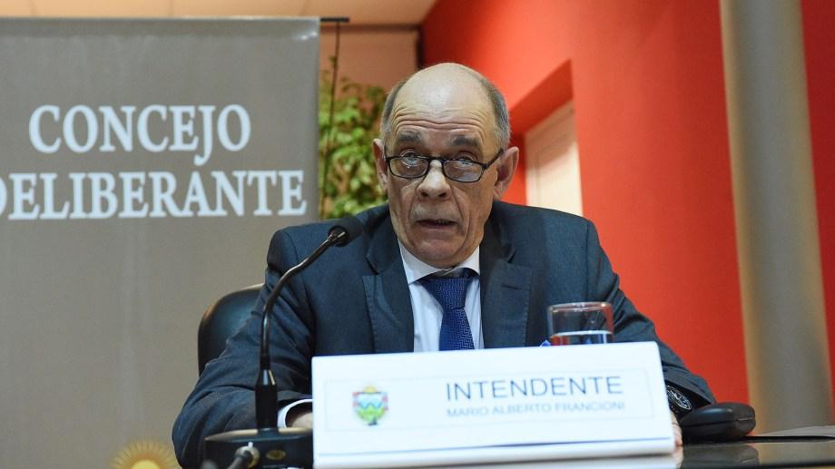 Mario Francioni asumió como intendente. Foto: Mauricio Martin.