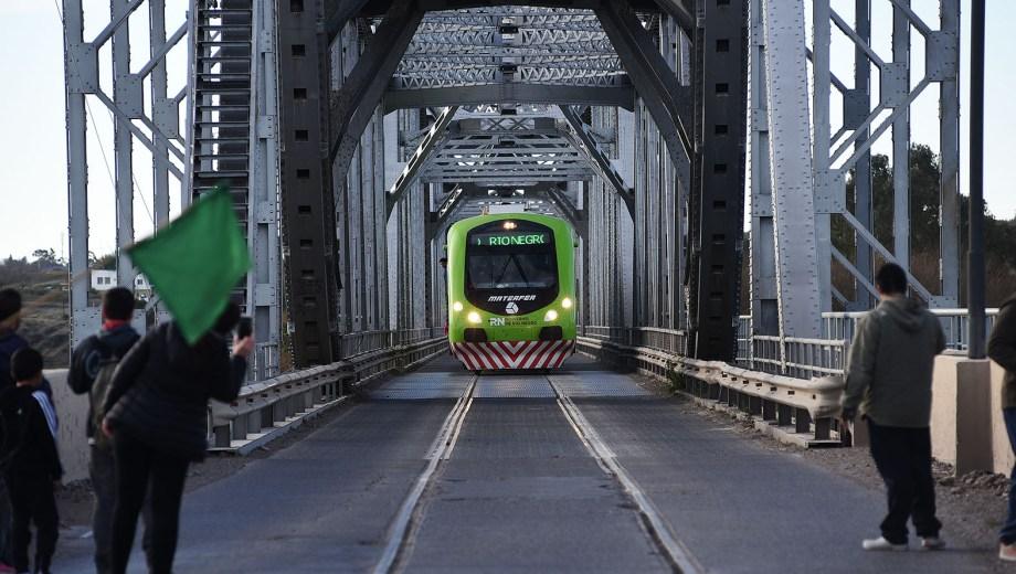 El servicio unió las estaciones de Patagones y Viedma. Foto: Mauricio Martin