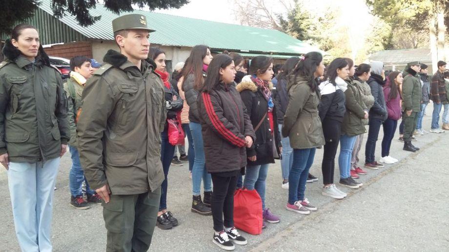 Jóvenes voluntarios del Servicio Cívico participaron de la presentación oficial en Bariloche.