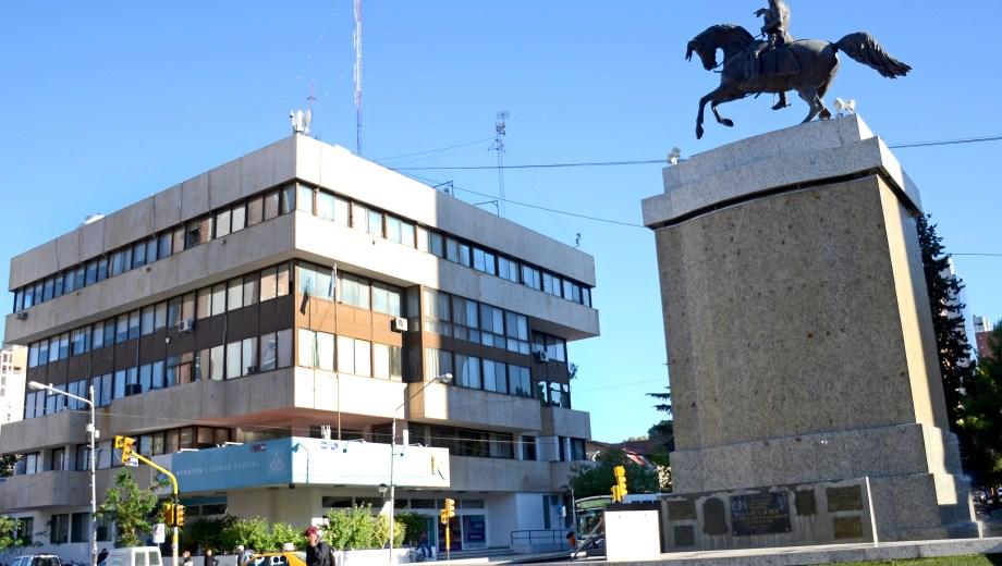 La municipalidad de Neuquén es la que más recibe coparticipación por la cantidad de habitantes que tiene. Foto Juan Thomes