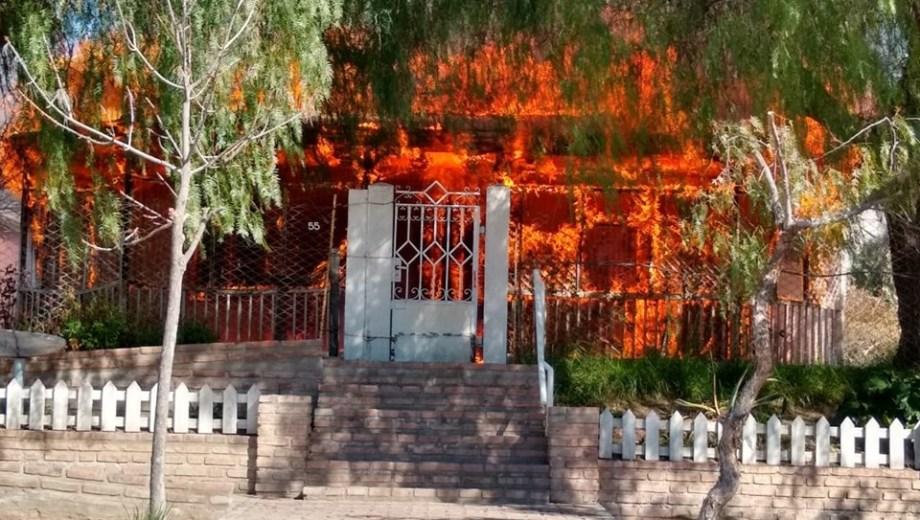Impactante y lamentable incendio del Museo de SAO. Foto: gentileza Informativo Hoy.