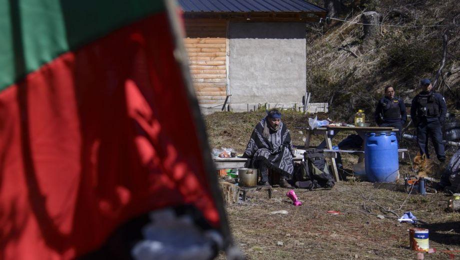 La comunidad mapuche Buenuleo reclama tierras en Bariloche que un privado aduce haber comprado en 2009. Foto: Marcelo Martínez