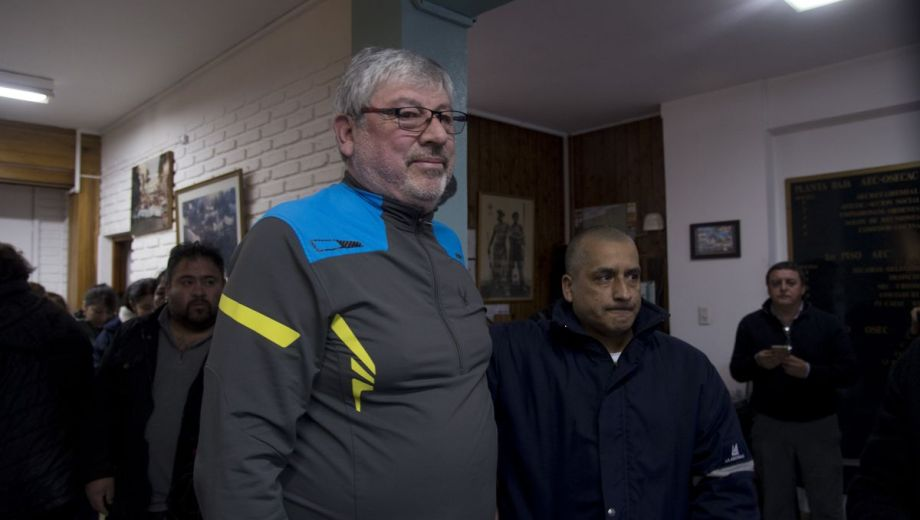 Walter Cortés, secretario general de AEC en Bariloche, hizo su descargo ante la denuncia por violencia. Foto: Marcelo Martínez