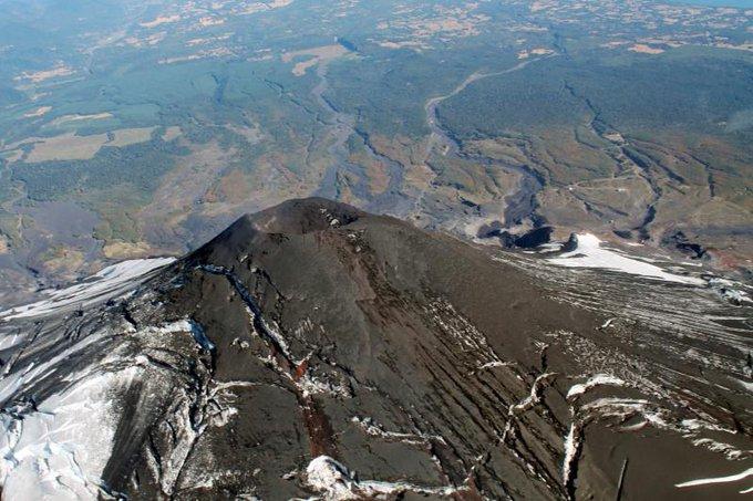 El volcán Villarica.  Foto: Twitter @T13