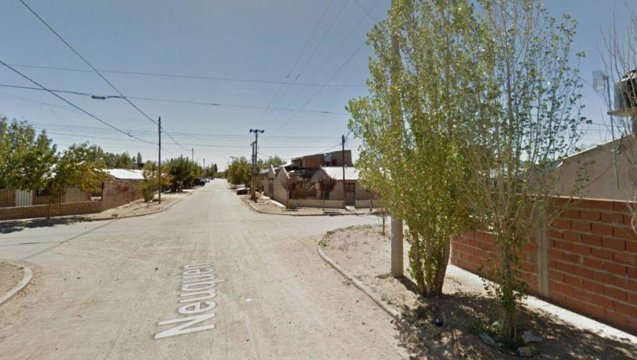 El hecho ocurrió en la esquina de Neuquén y Soldado Omar Carrasco, del barrio Progreso de Cutral Co. (Captura).-