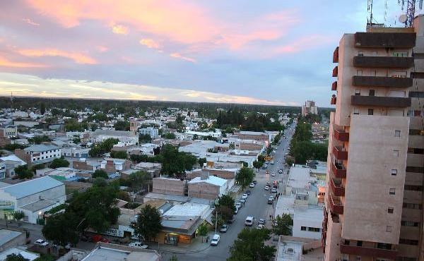 La ciudad del Alto Valle Oeste elegirá intendente, siete concejales y tres contralores.