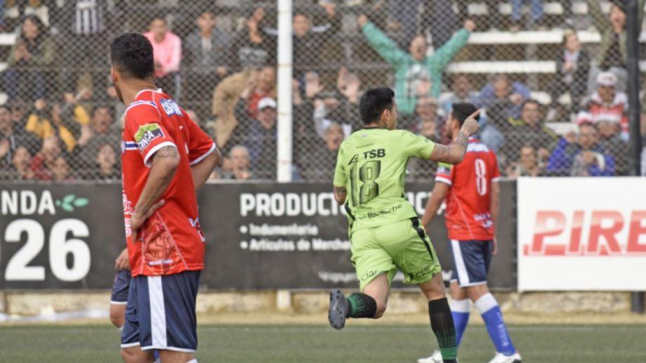 Opazo festejó con todo su primer gol desde su vuelta a Cipo este año. (Foto: Juan Thomes)