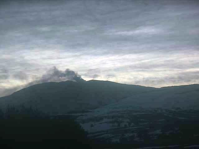 El volcán Copahue registró una leve sismicidad pero su alerta se mantiene en color amarillo. (Gentileza).-