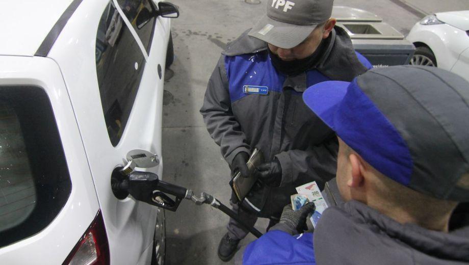 El incremento fue justificado por Nación en la suba del precio internacional del crudo.