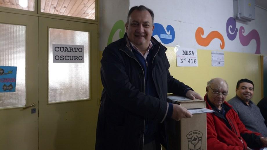 Gustavo Gennuso, candidato  a la reelección emitió su voto en la Escuela 321. Foto: Marcelo Martínez