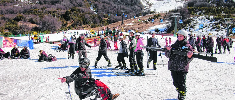 Germán, el primer instructor de esquí en silla de ruedas del mundo