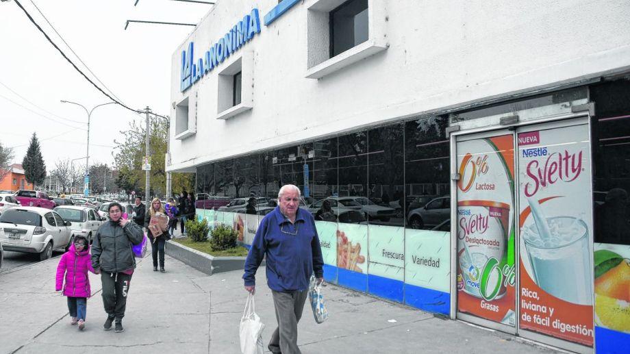 La baja no registró ausencia de productos en las góndolas. Foto Juan Thomes