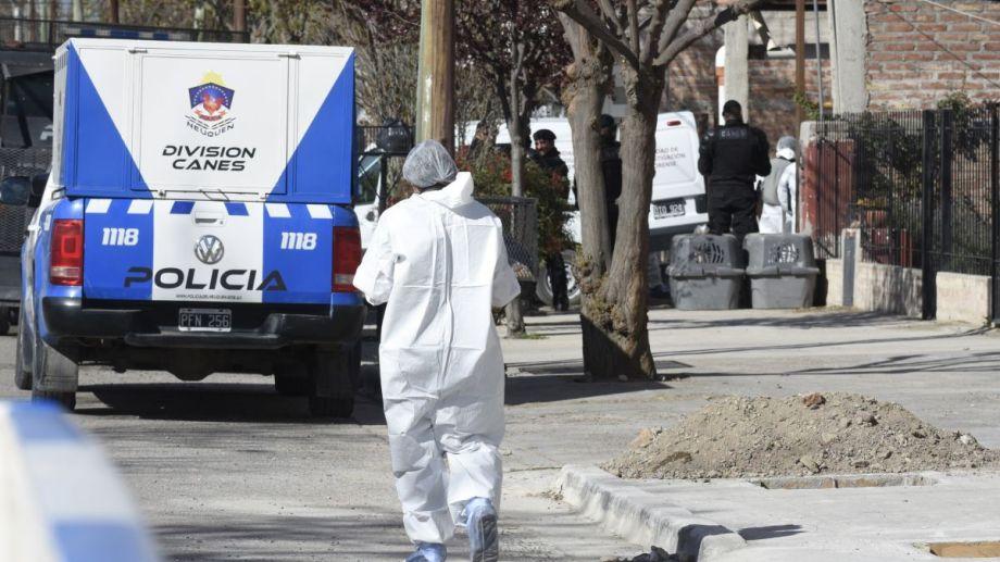 El personal de Criminalística recolectó muestras en la vivienda del sospechoso. Ahora esperan los resultados de los ADN. Foto: Juan Thomes