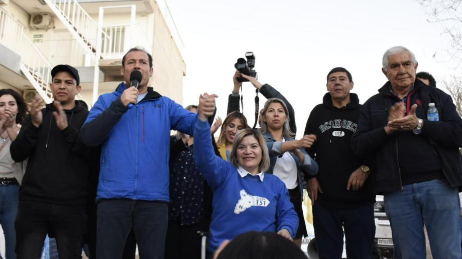 El gobernador Omar Gutiérrez y el senador Guillermo Pereyra participaron de los festejos con Sepúlveda. Foto: Florencia Salto.