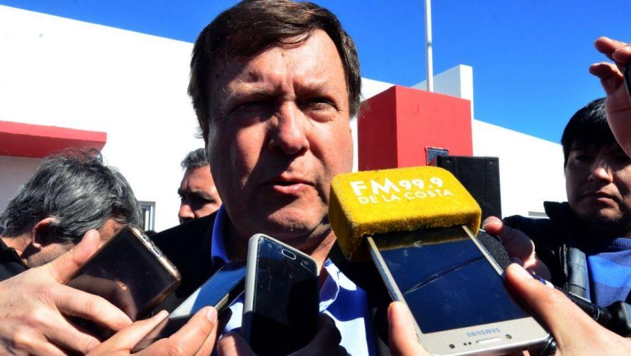 El gobernador lo anticipó durante la entrega de 78 viviendas en Viedma. Foto: Marcelo Ochoa.