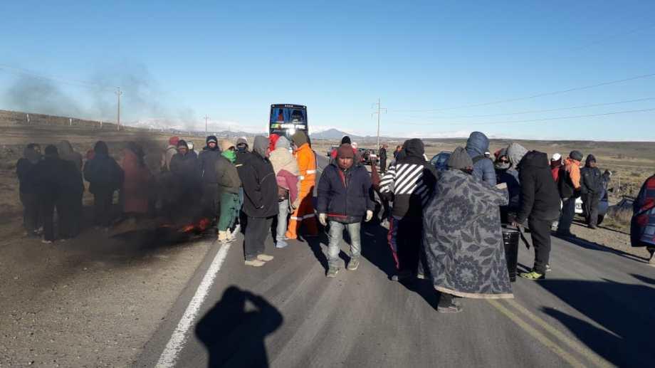 Los desocupados continúan con el corte de ruta en Zapala (Gentileza)