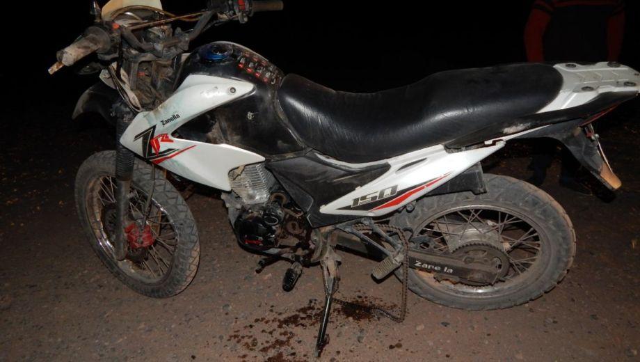 El joven que conducía la moto falleció en el lugar del choque. (Gentileza).-