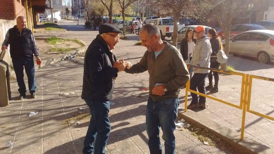 Pechi se mostró feliz y emocionado a la hora de votar por última vez como intendente de Neuquén. (Oscar Livera).-