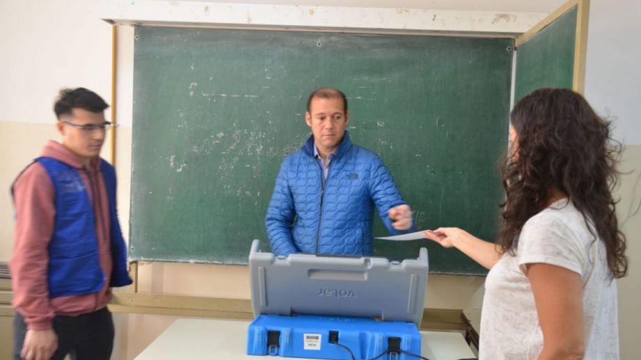 Gutiérrez tuvo que utilizar otra boleta para confirmar su voto. (Yamil Regules).-