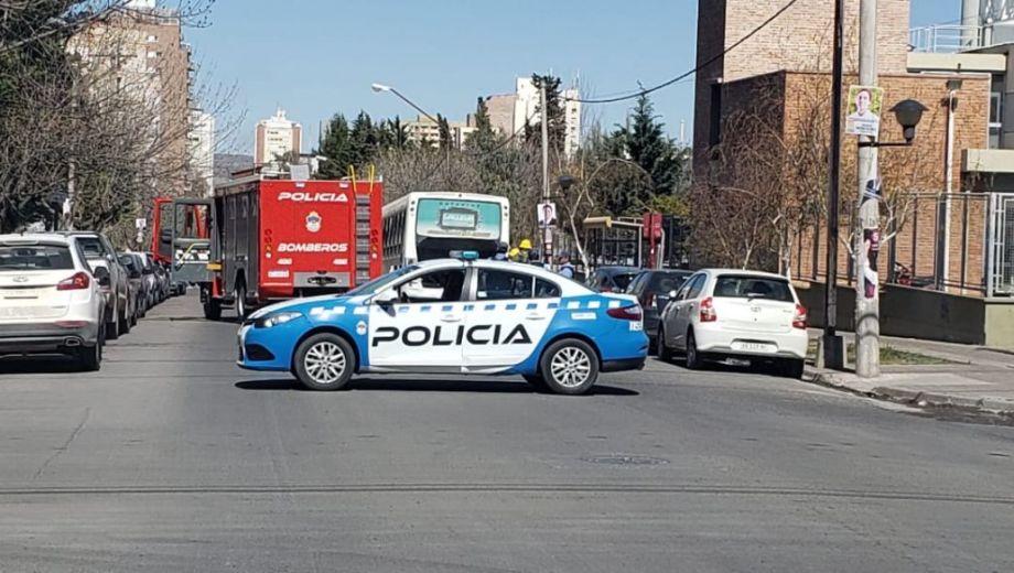 La unidad quedó detenida sobre la calle Buenos Aires, a pocos metros de la esquina con Ameghino. (Gentileza @agustin_orejas).-