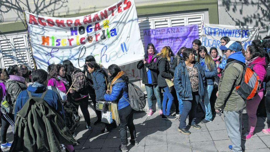 El grupo de trabajadores realizó una protesta en Casa de Gobierno.Siguen sin respuestas.