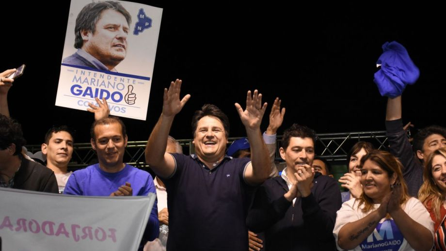El futuro intendente de Neuquén festejó con el gobernador Omar Gutiérrez. (Foto: Florencia Salto)