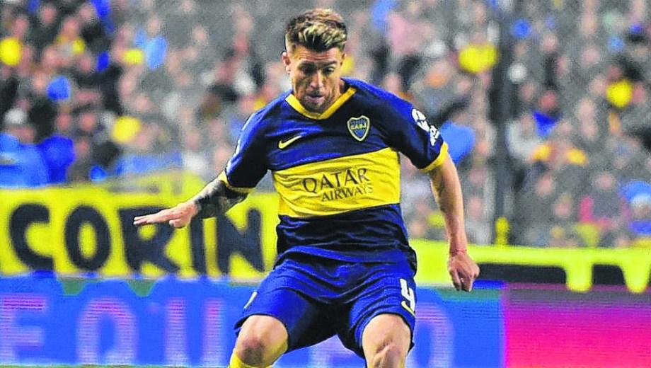 Buffarini, ex San Lorenzo, regresa a la titularidad en el Xeneize. Será un partido especial para el lateral.