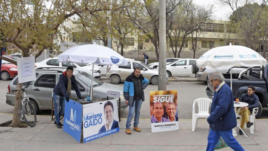 Los aspirantes a comandar el Ejecutivo  coparon las calles neuquinas con publicidad.