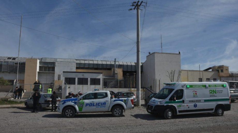 Un amplio operativo se montó en el acceso al Penal 2, tras la muerte del interno. (foto: Gonzalo Maldonado)