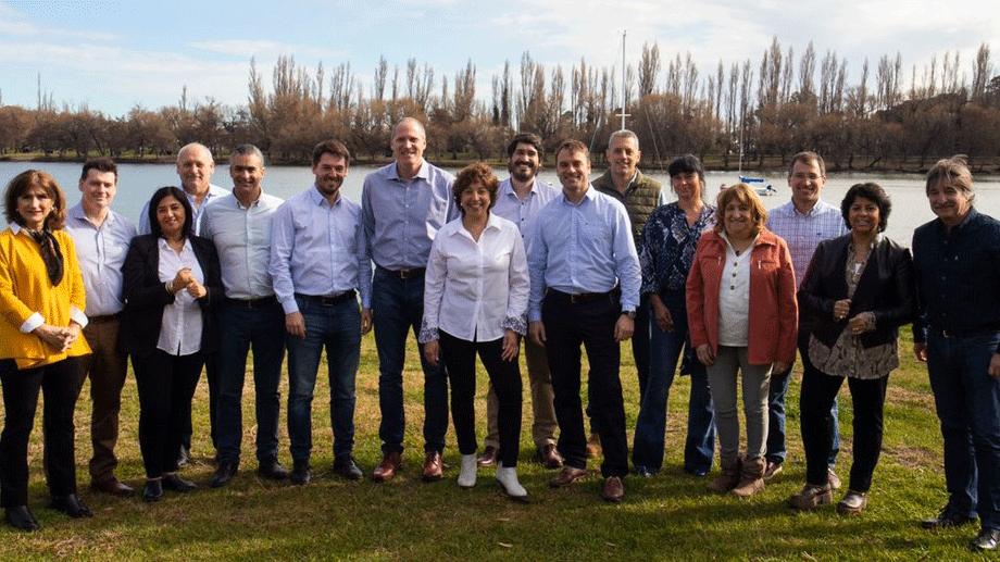 La gobernadora electa, Arabela Carreras, junto a todo su gabinete.