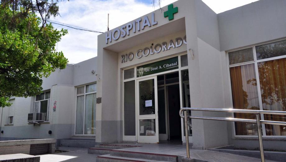 """Las ambulancias que pasaban circunstancialmente por el lugar, fueron quienes trasladaron a los heridos hasta el hospital de Río Colorado """"José Cibanal"""" - Foto: Archivo."""