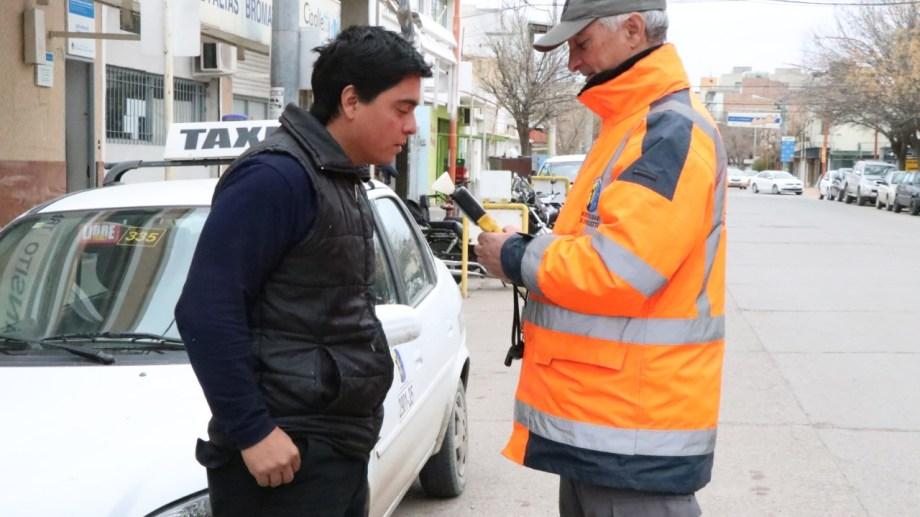 El fin de semana los inspectores de tránsito labraron 31 multas en controles en zona centro e ingresos a Cipolletti. Foto: Gentileza