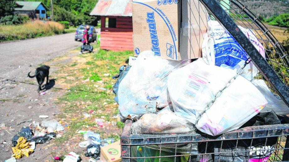 El eje de la polémica es la transferencia de la basura domiciliaria hacia contenedores más grandes.