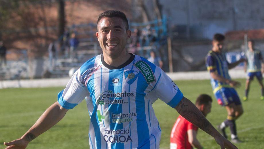 Enrique Narvay metió un doblete en la jornada goleadora de Sol. Foto: Pablo Leguizamón.