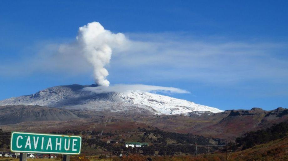 El volcaán Copahue visto desde la localidad de Caviahue. Foto: Facebook Descolgados En El Sur