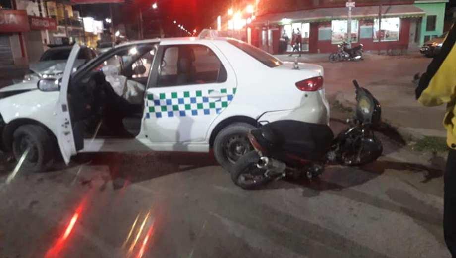 El chofer del taxi fue trasladado al hospital con heridas leves. Foto: gentileza Taxistas en Movimiento.