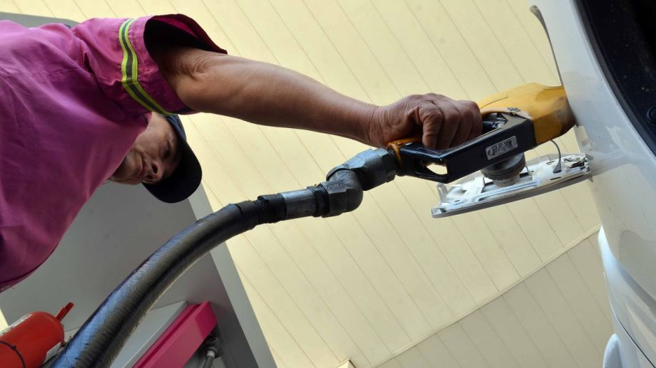 La demanda de combustibles se incrementó durante enero en Neuquén y Río Negro. El promedio nacional del mismo período marcó, por el contrario, una caída.