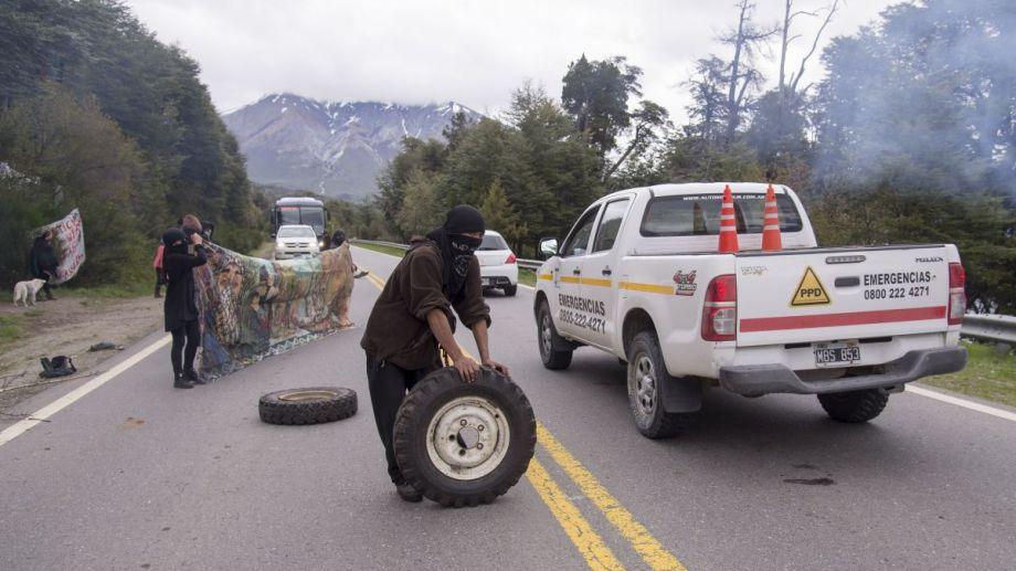 El ataque con piedras ocurrió esta tarde de martes a la altura de la ocupación mapuche, en Villa Mascardi, a unos 35 kilómetros al sur de Bariloche. (Foto archivo)