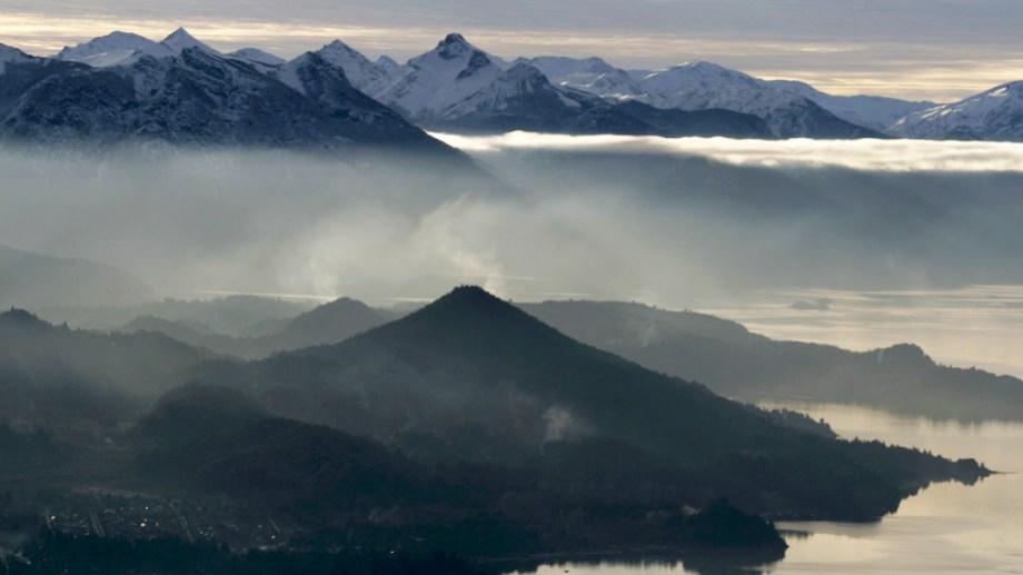 Los paisajes de Bariloche en verano se ven potenciados con el cordón montañoso. Archivo